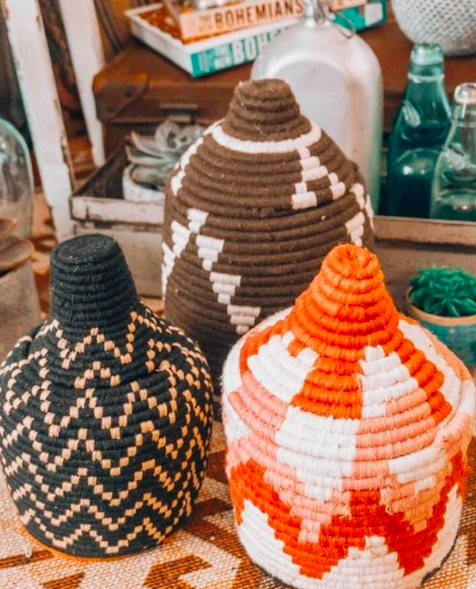 if you don't want to keep looking three times a day for your belongings, we have a great tip: storage berber baskets. Traditionally used as bread storage baskets but you can use this eyecatcher to store small items or use it as a vibrant pot for a plant. These little fellas are hand made, one of a kind and come in many beautiful designs and colors.
