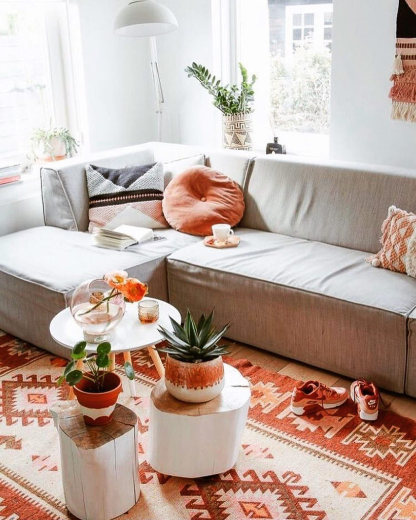 A cozy living room with our large kilim rug as the perfect accent